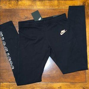 NWT!! Nike Leggings